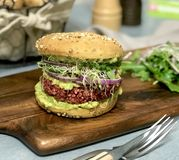 Le burger sans gluten au steak vegan