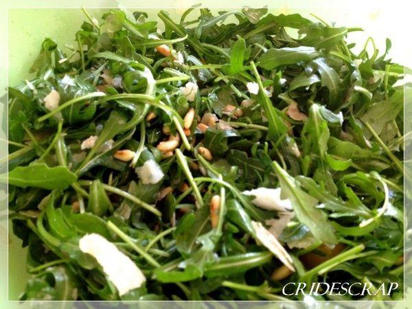 Salade de roquette aux pignons de pin parmesan et vinaigre for Salade pour accompagner poisson
