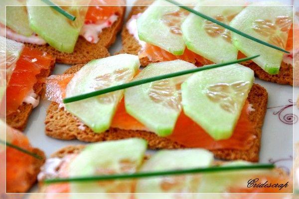 toasts au saumon concombre et st mor t christine l. Black Bedroom Furniture Sets. Home Design Ideas