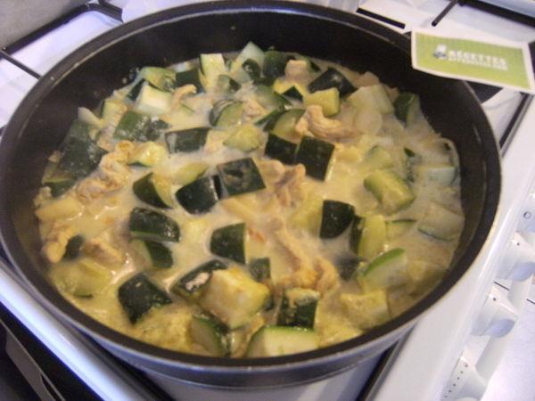 Curry De Poulet Aux Courgettes Et Au Lait De Coco