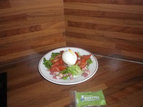 salade l g re avec son oeuf mollet lynda t. Black Bedroom Furniture Sets. Home Design Ideas